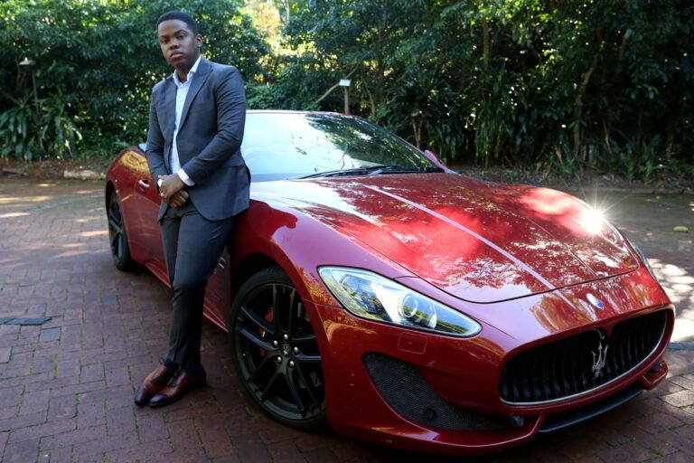"""Sandile Shezi """"SA's youngest millionaire"""" hands himself over for alleged fraud charges"""